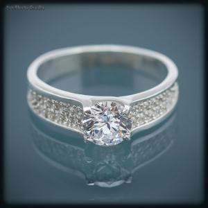 рекламная съемка ювелирных украшений - серебряное кольцо
