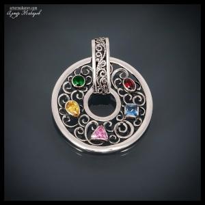 предметное фото ювелирных украшений из серебра - подвеса