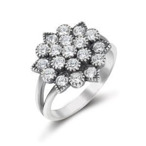 фото ювелирного украшения - кольцо из серебра с фианитами