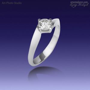 кольцо из белого золота с бриллиантом - фотосъемка ювелирных украшений в Харькове