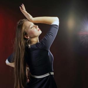 девушка в свете софита - фотосессия в фотостудии в Харькове