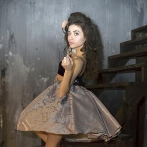 портрет на лестнице - студийные фотосессии в Харькове