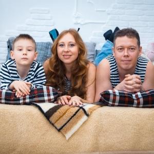 семейный портрет в интерьере - студийные фотосессии в Харькове