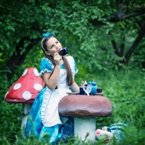 чаепитие на природе - Алиса в Стране Чудес