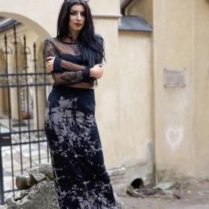 Женский портрет полный рост в готическом стиле