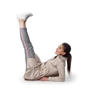 модель рекламирует женскую обувь
