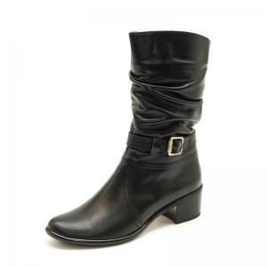 предметное фото - зимняя женская обувь