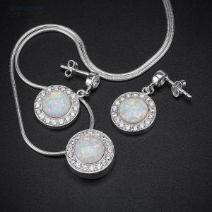 предметная съемка ювелирных изделий - набор из серебряных серьг и кулона