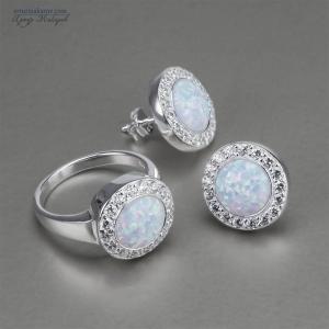 предметная съемка ювелирных изделий - набор из серебряных серьг и кольца с опалом