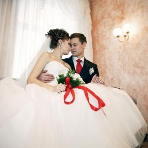 свадебная пара перед торжественной церемонией