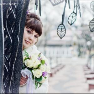 Невеста со свадебным букетом цветов - свадебное фото Белгород