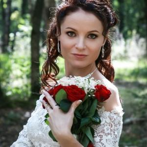 фото свадьбы в Шебекино - невеста с свадебным букетом