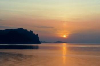 Восход солнца, снятый в Крыму вблизи Кара-дага