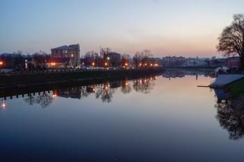 Набережная г. Харькова в последних лучах заходящего солнца